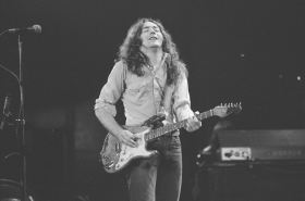 Rory Gallagher c1977 Manchester by Steve Smith (8)