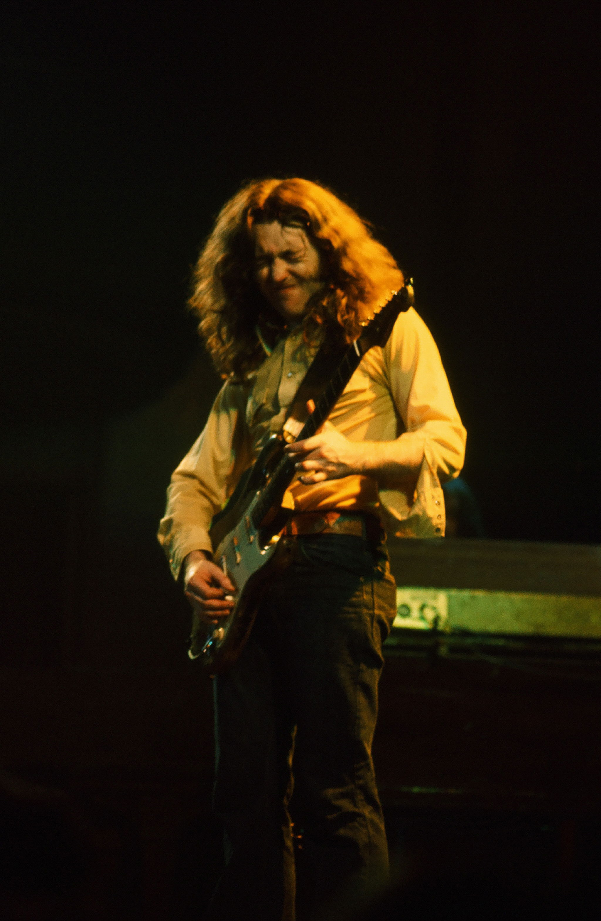Photos en vrac - Page 30 Rory-gallagher-c1977-manchester-free-trade-hall-by-steve-smith