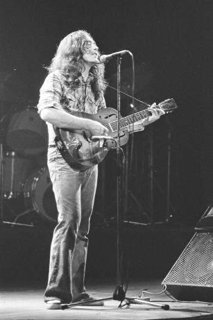 Rory Gallagher c1979 Manchester by Steve Smith (12)