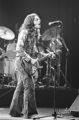 Rory Gallagher c1979 Manchester by Steve Smith (15)
