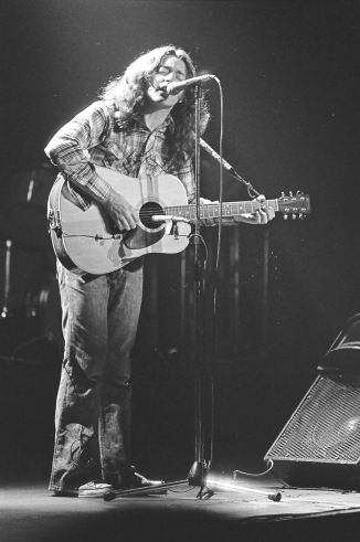 Rory Gallagher c1979 Manchester by Steve Smith (17)