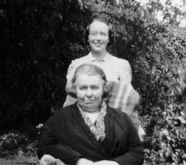 1937 Annie Madden with her daughter Lal