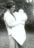 1944 Anne Fleischmann with son Aloys