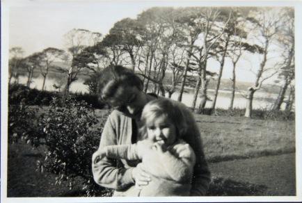 1947 Anne and Anne Katherine Fleischmann, Oileán Rua