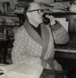 1982 Aloys Fleischmann in his study, Glen House, Cork